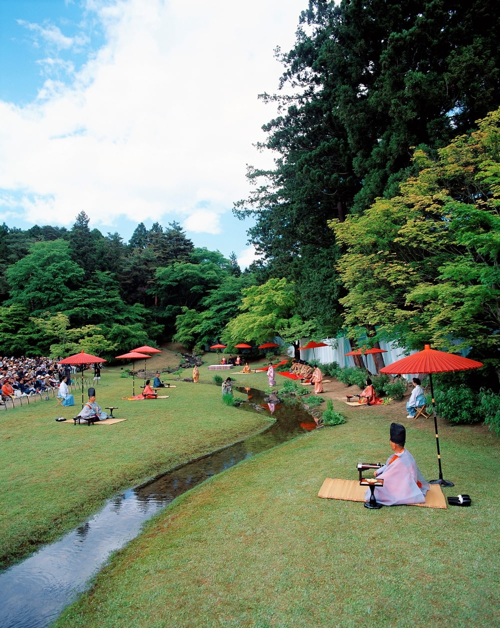 平安の歌遊びを再現した曲水の宴